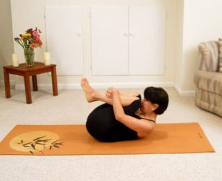 hatha yoga for beginners easy egg roll warm up  yoga at